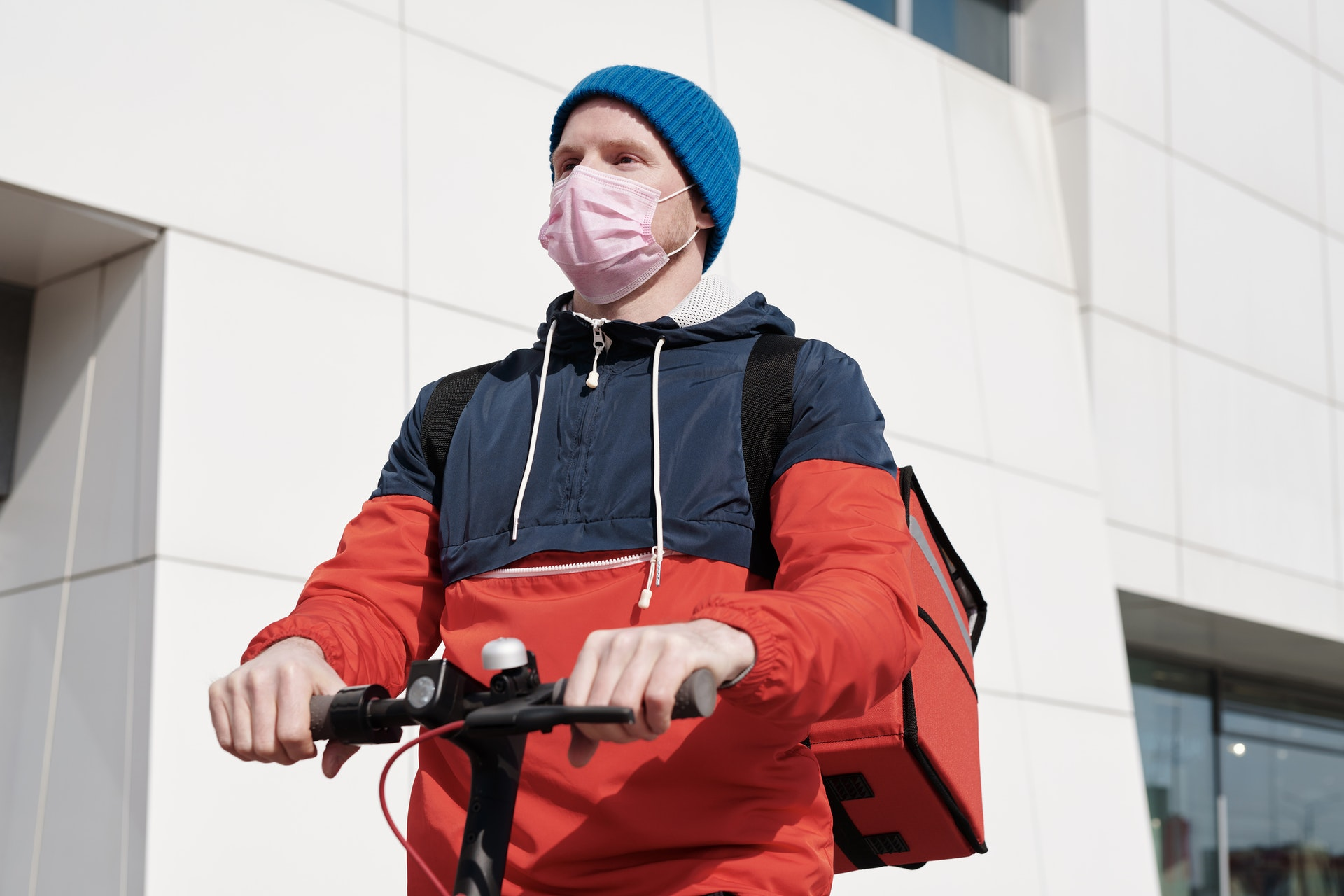 Man-on-electric-scooter-with-mask-on.jpg