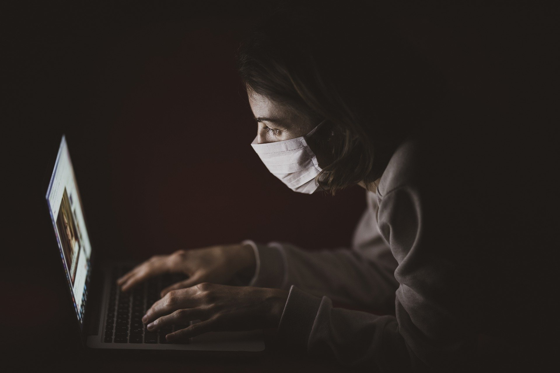 Person-on-laptop-with-mask-on.jpg